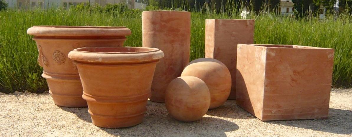 terracotta potten in verschillende formaten